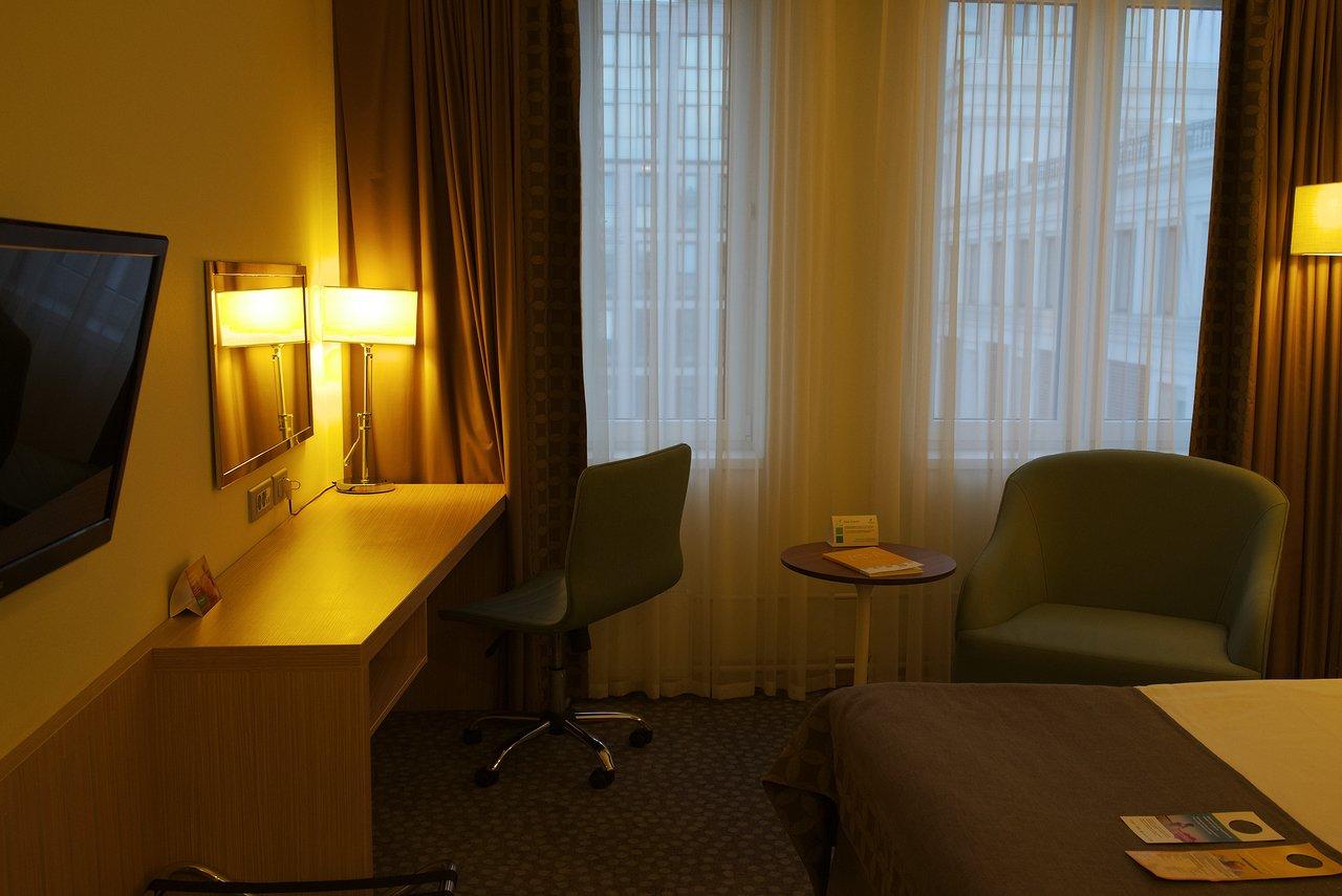 落ち着いた雰囲気の機能的な客室