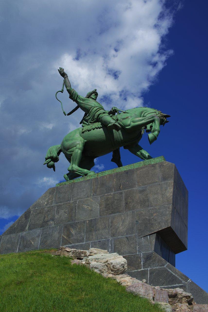 ウファのシンボル的存在のSalavat Yulaev Monument