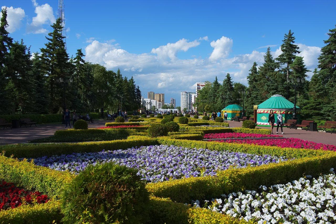 Salavat Yulaev Monumentの後方は綺麗な公園になっています