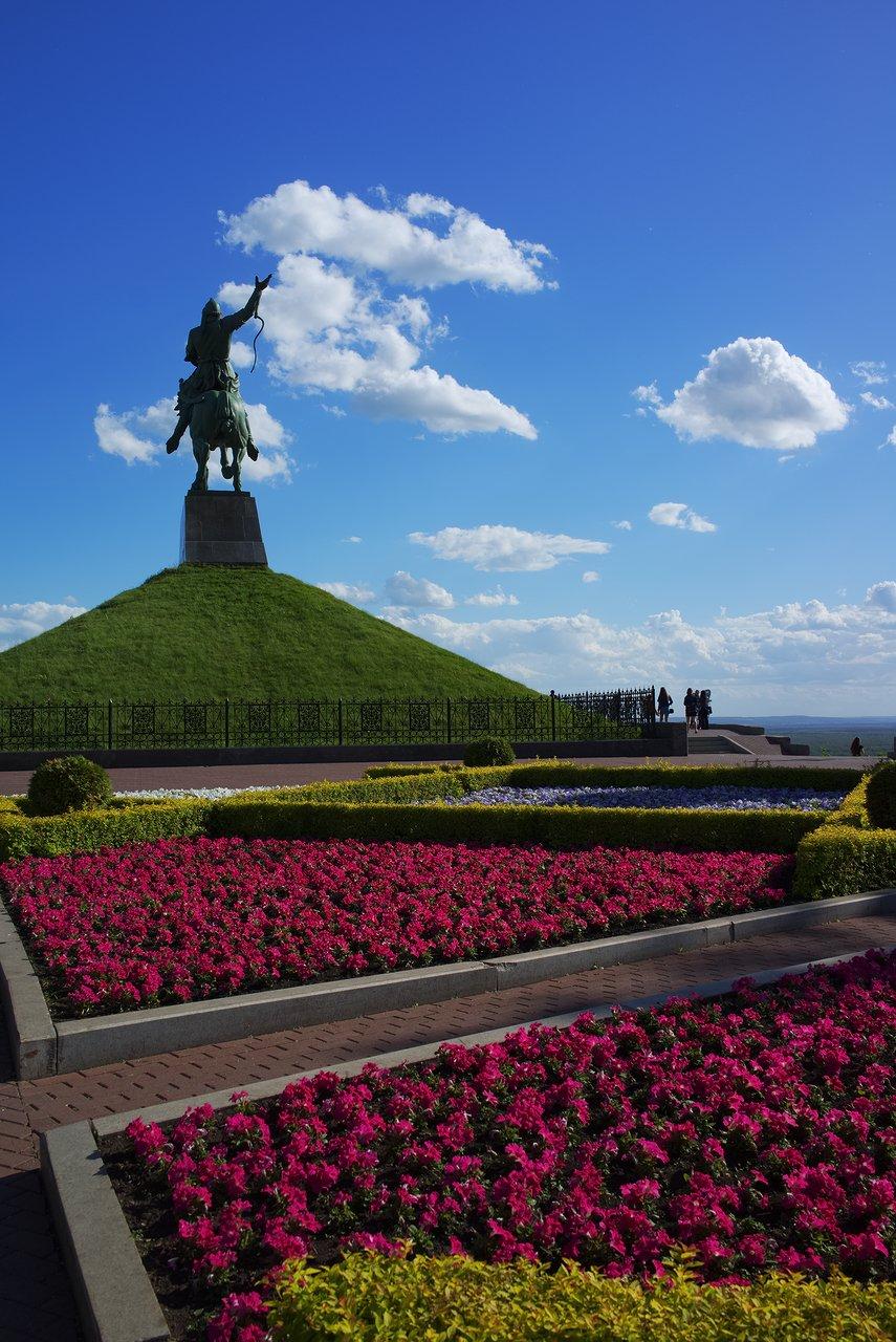 Salavat Yulaev Monumentと高台からの景色