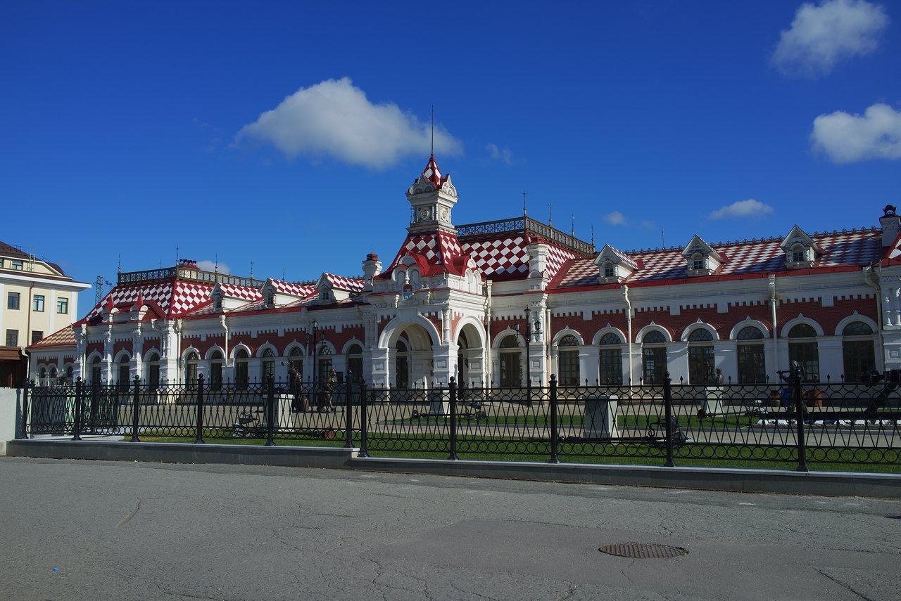 エカテリンブルクパッサジュルスキー駅(エカテリンブルク旅客駅)の駅舎