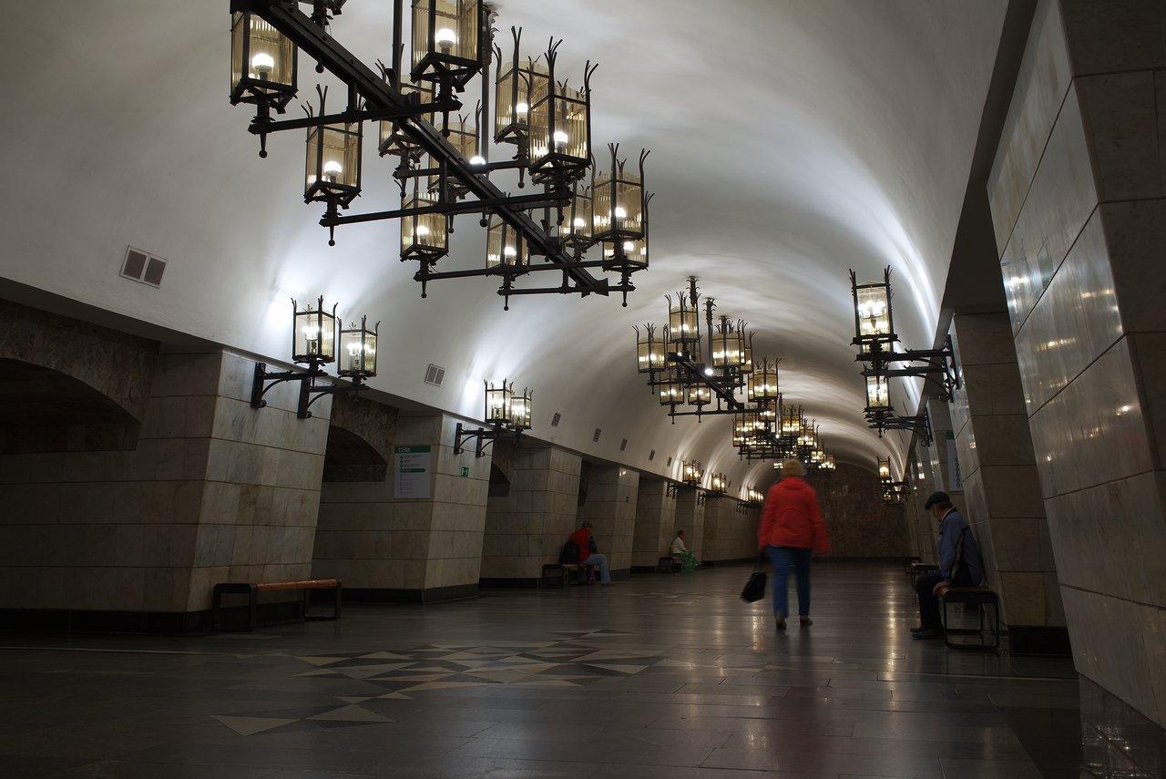 地下鉄のウラリスカヤ駅のホーム