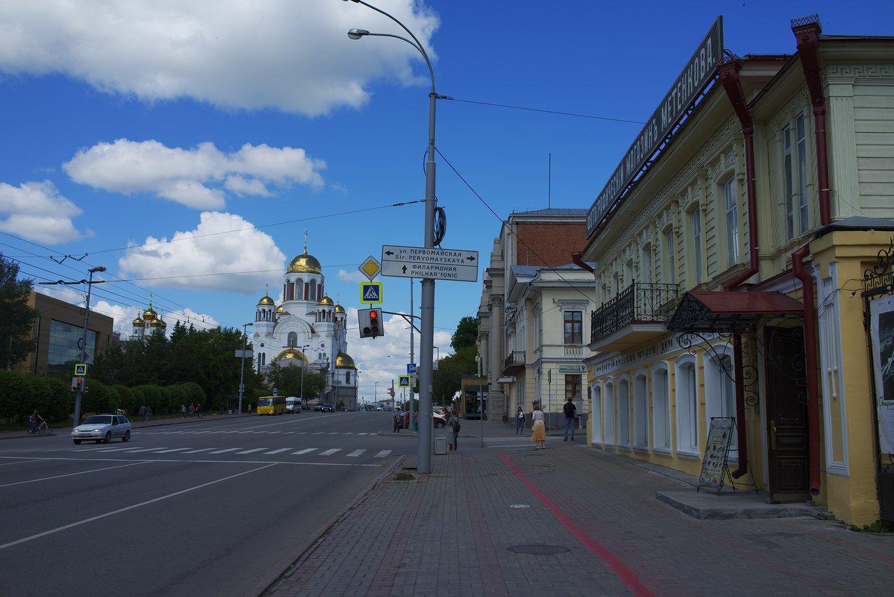金色の屋根の教会がエカテリンブルクの血の上の聖堂