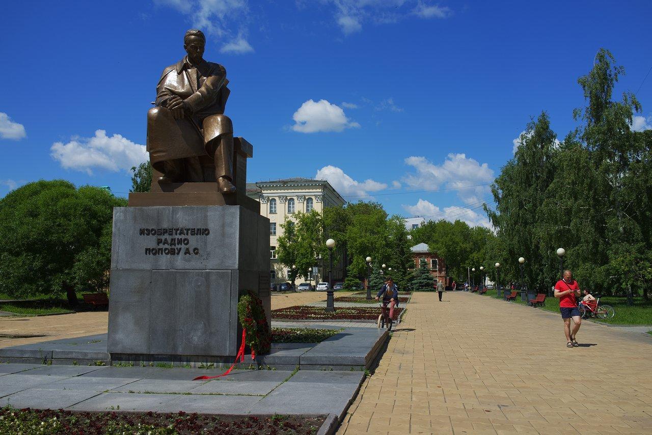 銅像がある公園