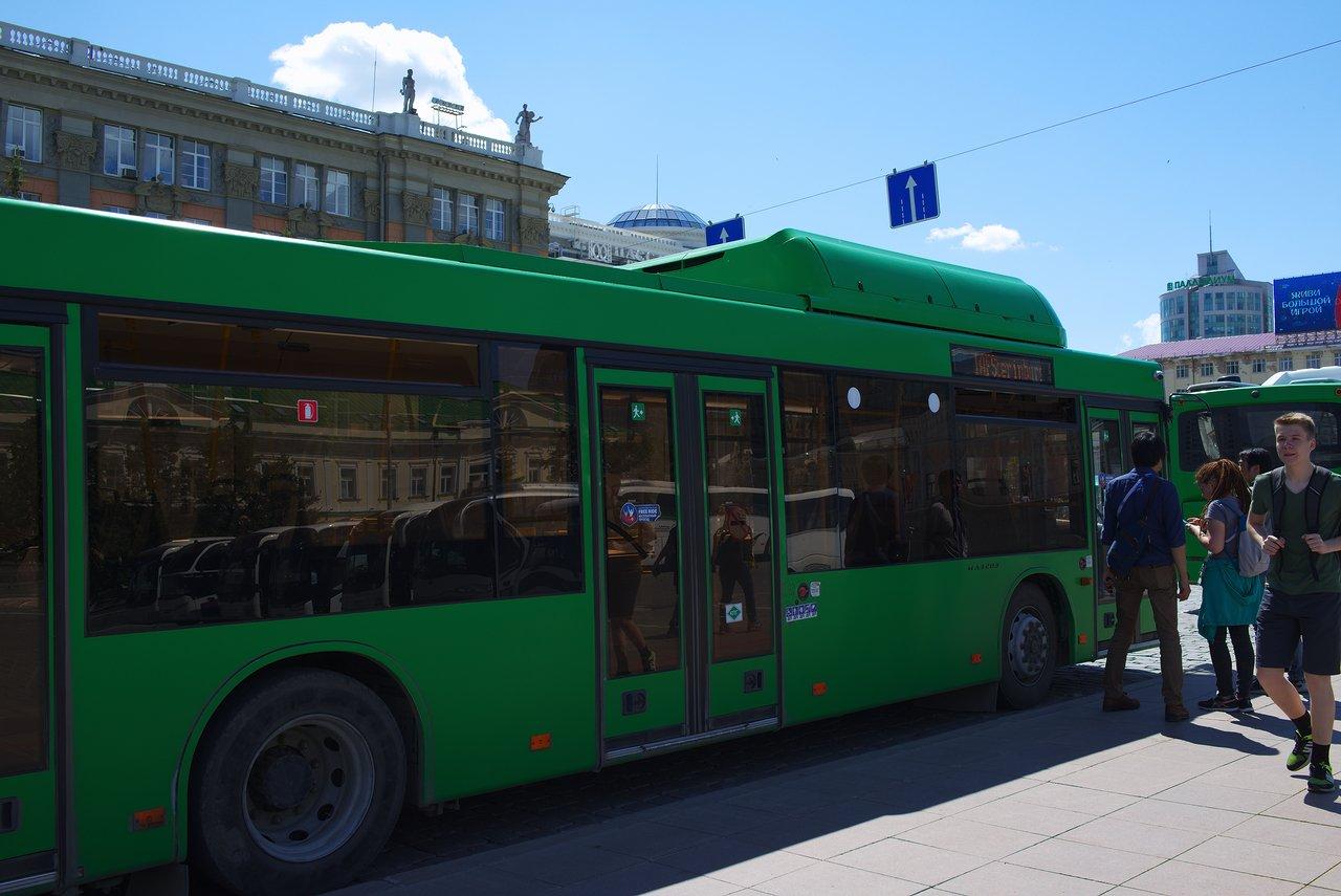 スタジアムの方へ行く路線バス