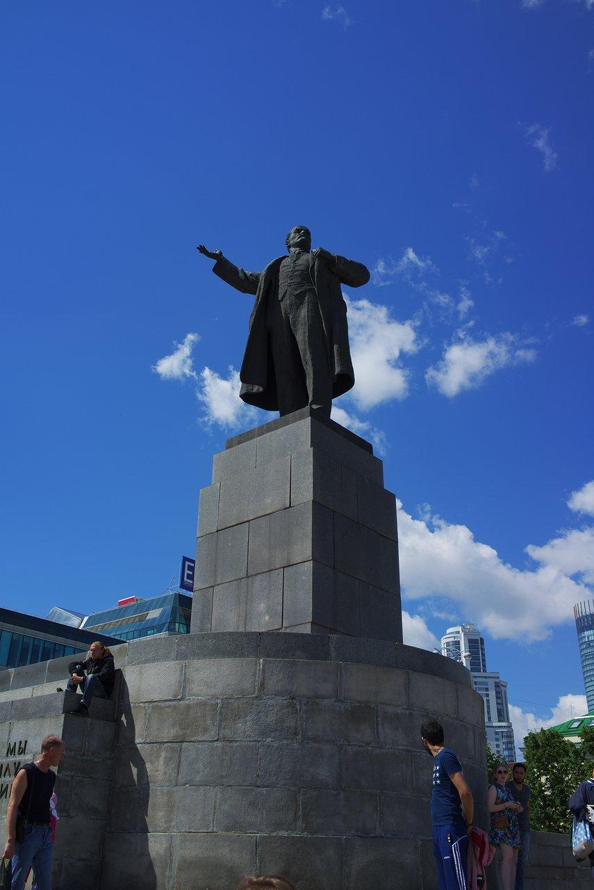 レーニンの銅像