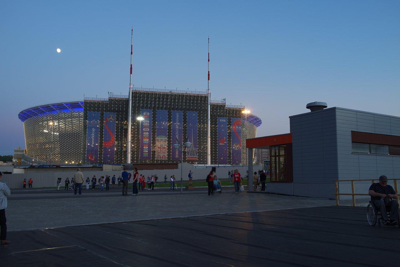 LEDでライトアップされたスタジアム