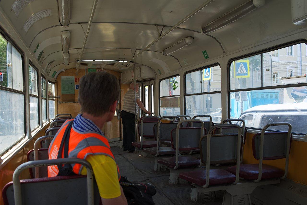 サマーラ市街を走るトラムの車内