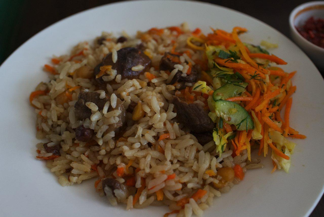 こちらは「プロフ」で中央アジアでは定番のピラフの亜種というか本家みたいな料理