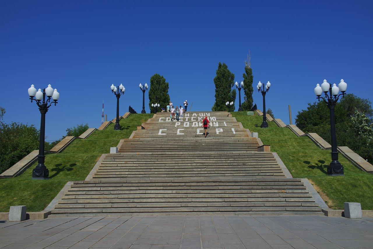 キリル文字で「SSSR」とあるソビエトっぽい階段