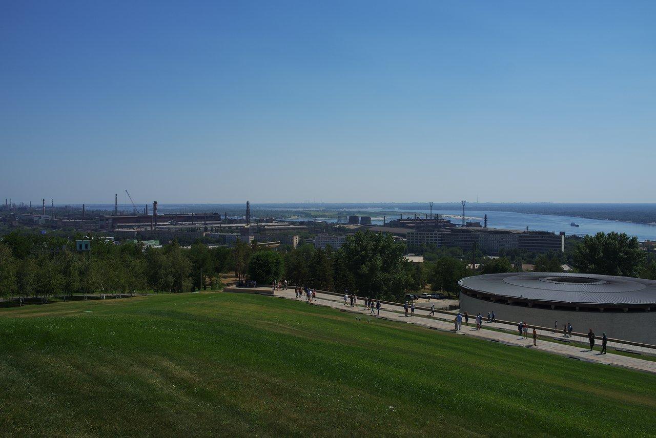ヴォルガ川沿岸には何かの工場が沢山ありました