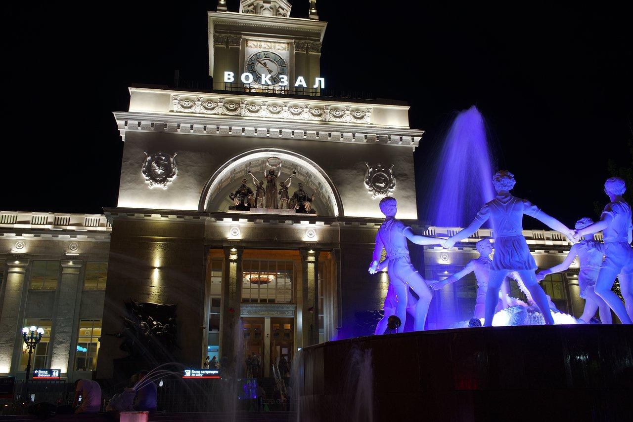 夜のヴォルゴグラード1駅前