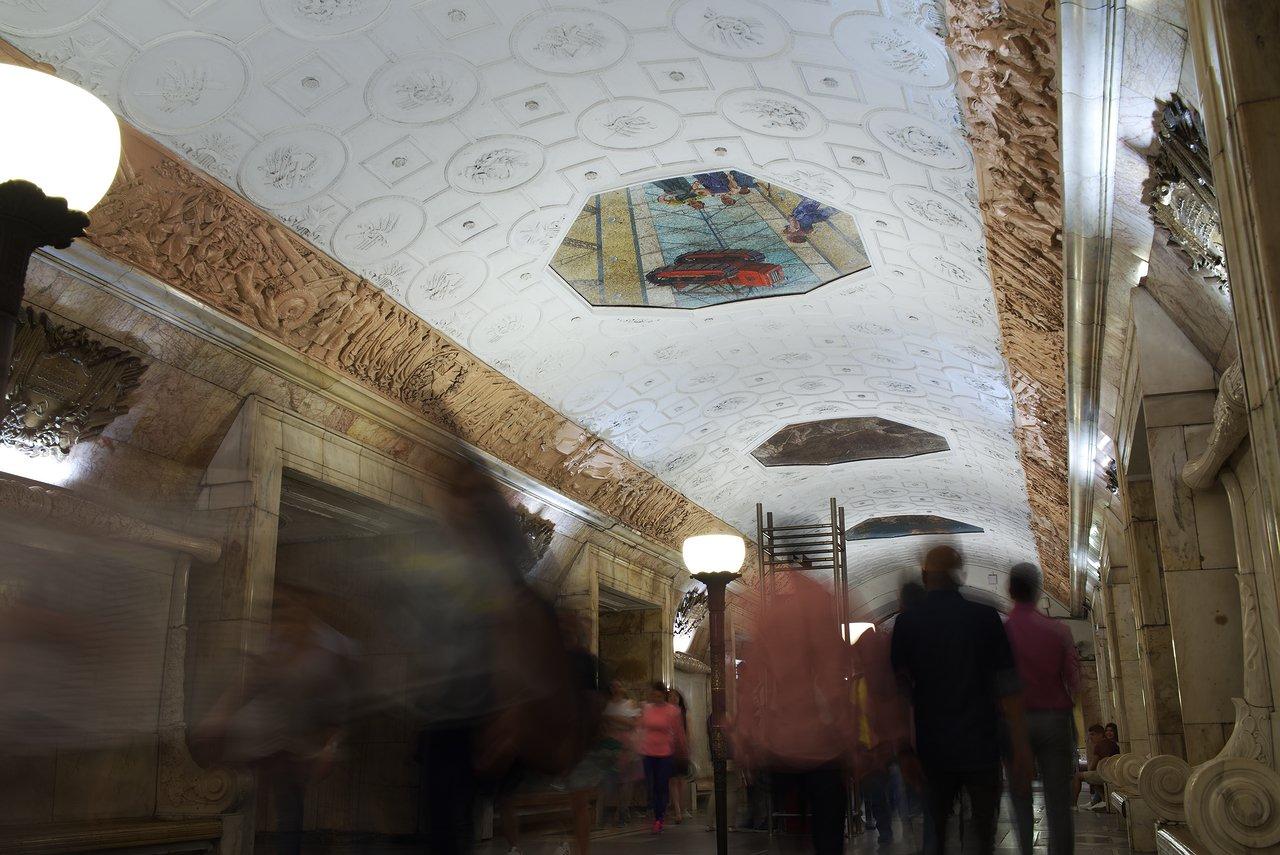 地下鉄ノヴォクズネツカヤ駅の美しいホーム