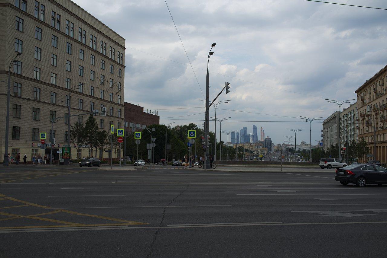 交差点から見たモスクワの街並み