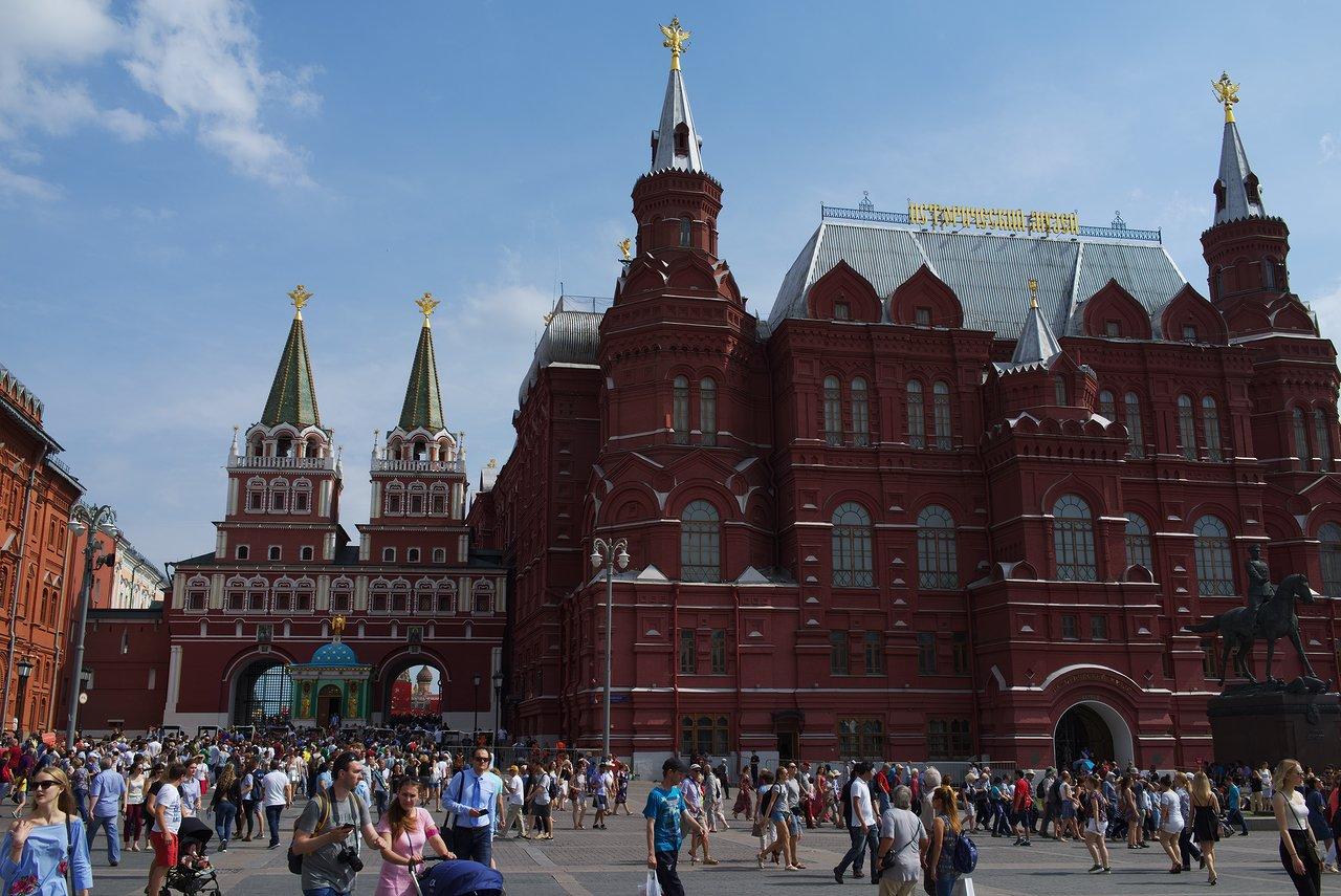 赤の広場への入口