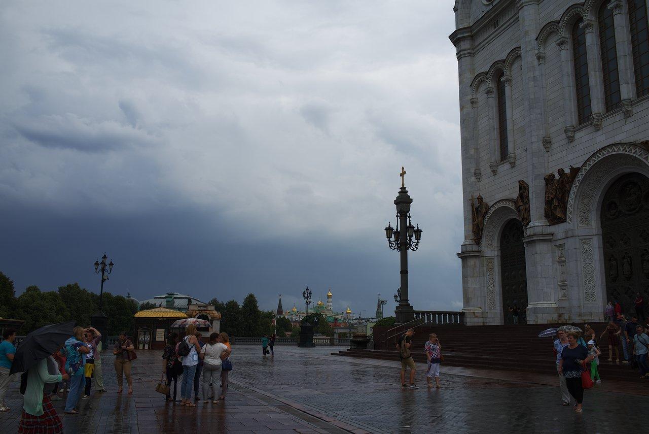 救世主ハリストス大聖堂とクレムリン
