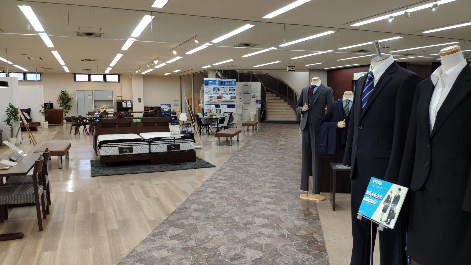 リニューアル後の県民共済宮原店の店内(1階)