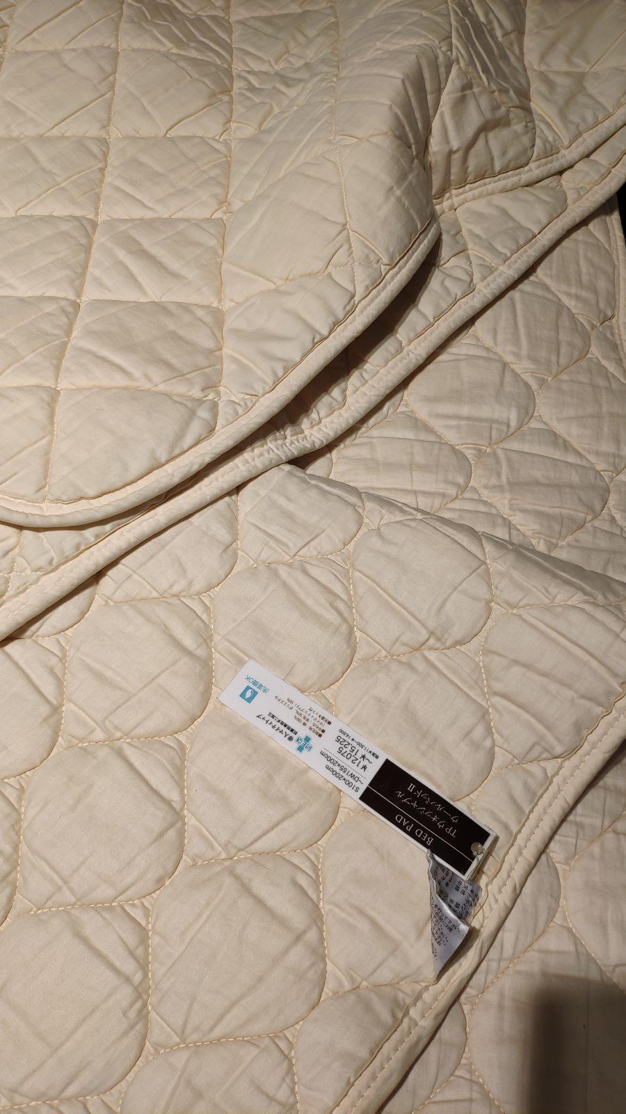 ベッドパッドはコットンとウールの2種類がありました